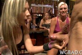 Групповое порно в ночном клубе со стриптизером