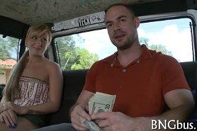 Занимаются любовью за деньги в фургоне