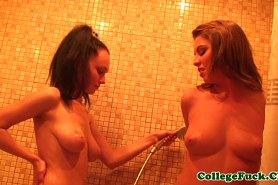 Телки голые принимают душ после секса