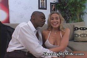 Жена изменяет мужу с негром